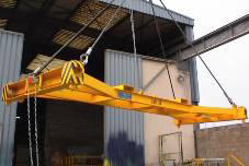 202 - Automatic spring locking spreaders, un/locking from the crane cabin and manually from the ground with visual control device on the frame and on the frame top type SHA   also for 10',20',30',40'