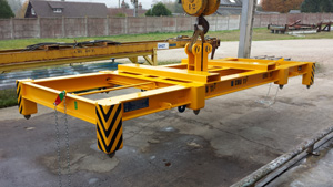 201 - Manual locking spreaders, un/locking by rods and chain from the ground with visual control device on the frame type SH