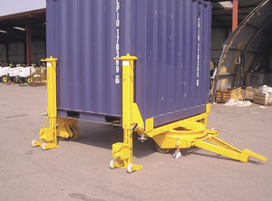Container lifted from the bogie and the trailer units