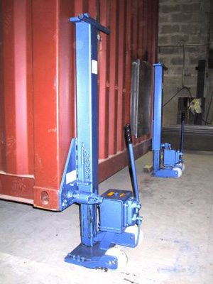 Container in suspension before placing the wheels