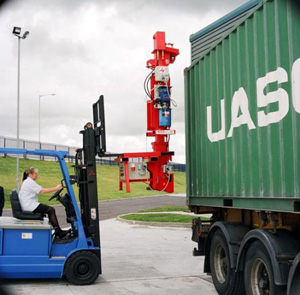 Jacks placed by forklift (1 ton) into the container corners